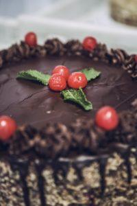Tort czekoladowo-wiśniowy z alkoholem